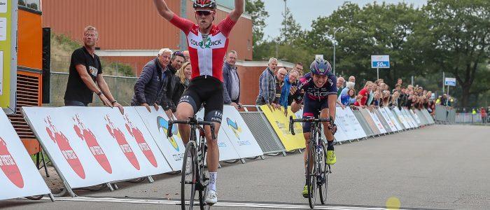 Deen Johansen wint eerste etappe Olympia's Tour in Assen