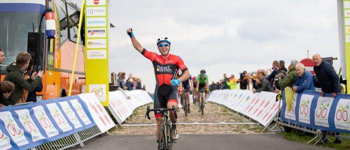 Vermeltfoort wint op VAM-berg en is leider in Olympia's Tour