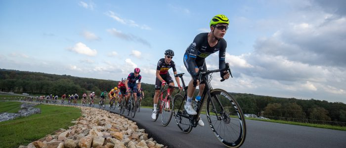Deelnemers Olympia's Tour over NK-parcours VAM-berg